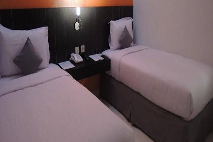 J Hotel Bandara Tangerang - Kamar Tamu