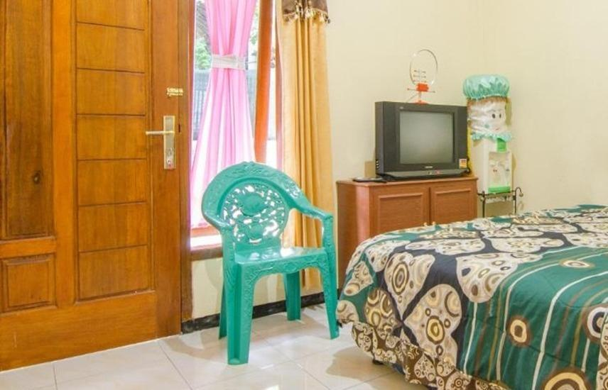 Dini Homestay Malang - Standard Room Regular Plan