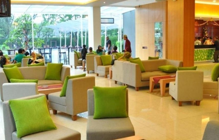 Oasis Siliwangi Sport Hotel Bandung - Lobi
