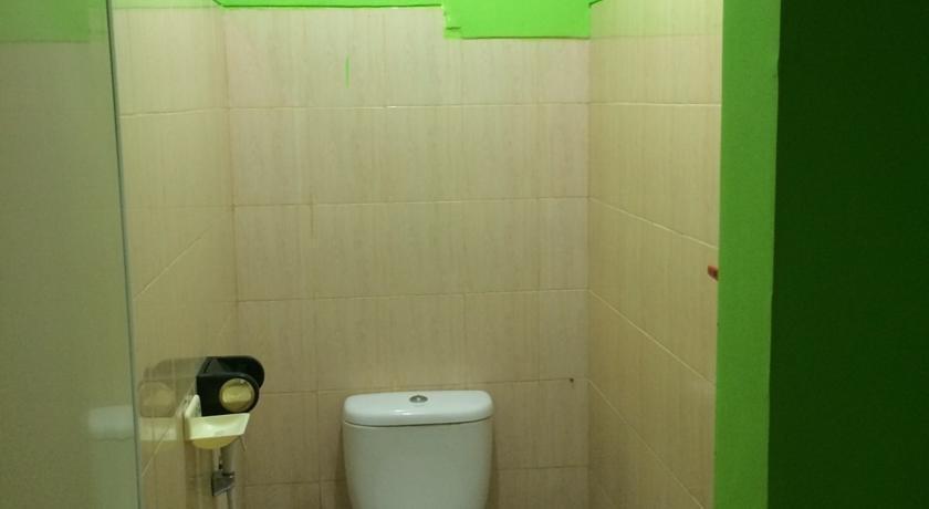 Kavie Hostel Malang - Kamar mandi