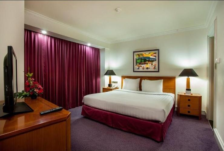 Surabaya Suites Hotel Plaza Boulevard - Deluxe Suite King Bed Regular Plan