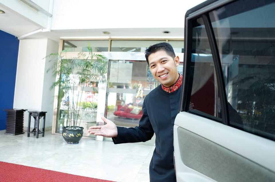Surabaya Suites Hotel Plaza Boulevard - Concierge