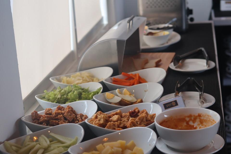 Front One Inn Kediri Kediri - Breakfast Buffet