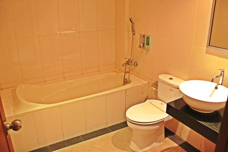 Luxio Hotel Bali - Kamar mandi dengan bathtub