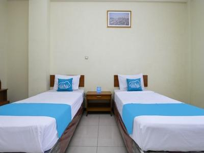 Airy Regol Moh Toha 199 Bandung - Business Twin Room with Breakfast Regular Plan