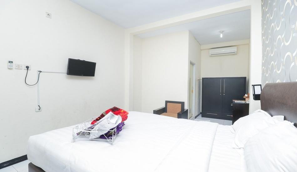 Seven Dream Syariah Hotel Jember - Orchid Room Only Regular Plan