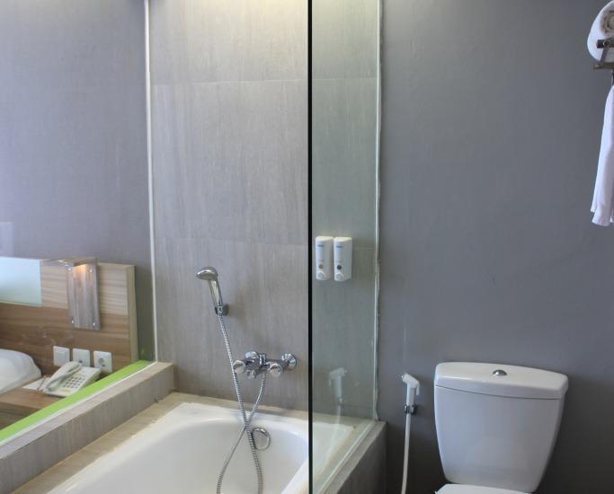 Hotel Dafam Fortuna Seturan - Kamar mandi