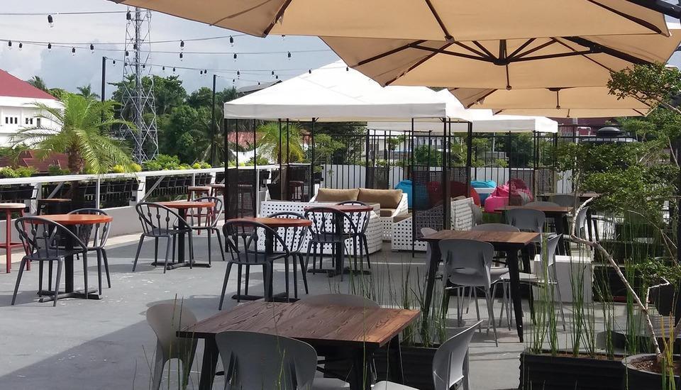 Avon's Residence Manado - Area Restoran