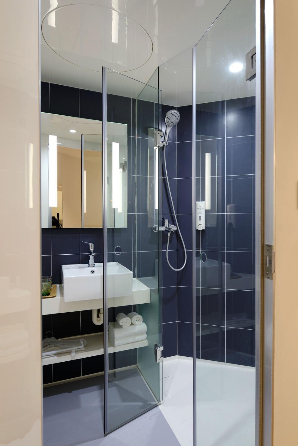 Hotel Qaqa Tttest Domestik - Blue Bathroom