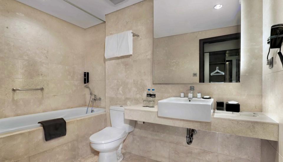 Hotel NEO+ Balikpapan Balikpapan - Suite Bathroom