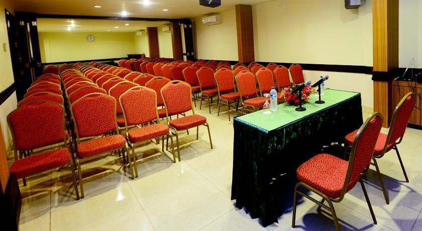 Hotel Scarlet Makassar - Meeting Room
