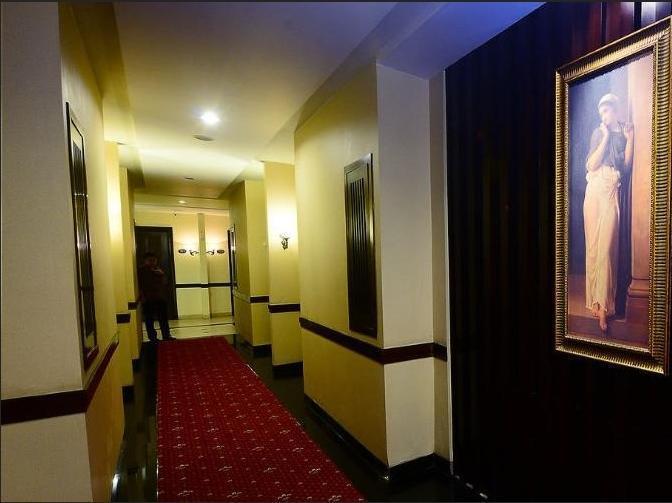 Hotel Scarlet Makassar - Corridor