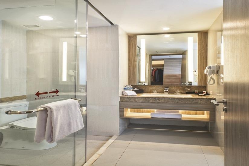Hotel GranDhika Iskandarsyah - Kamar mandi