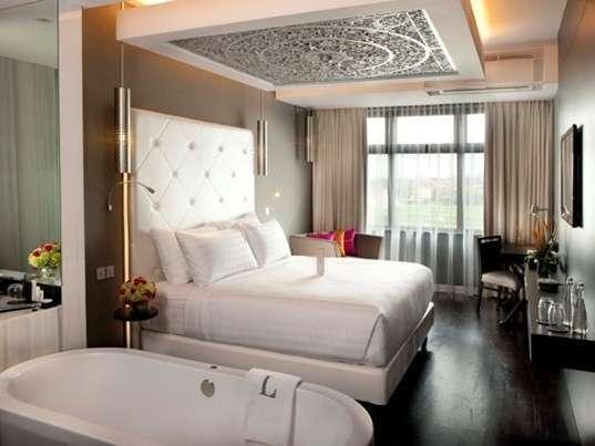 The L Hotel Seminyak - Luxe Suite - Termasuk Sarapan - non refundable LUXURY - Pegipegi Promotion