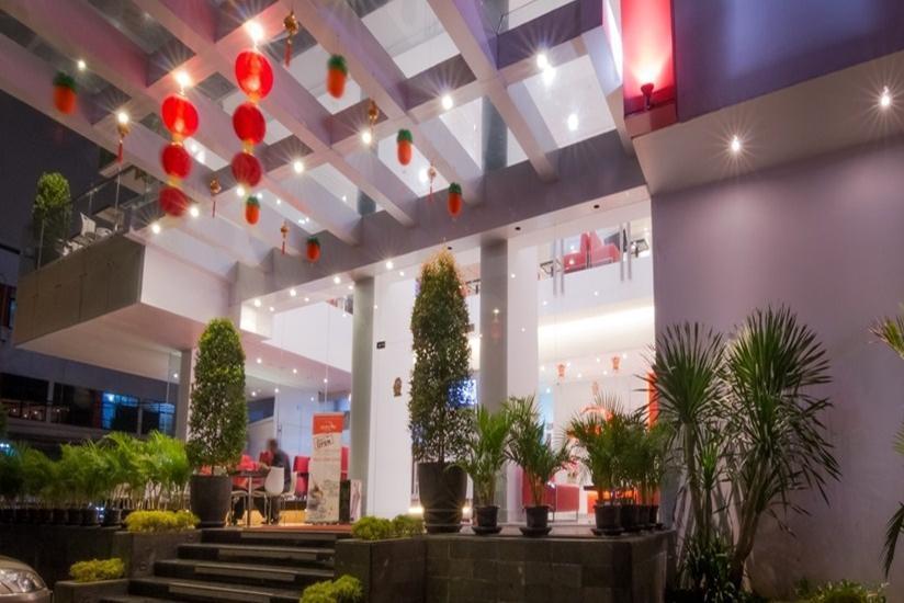 Redstar Hotel Jakarta - Hotel Building