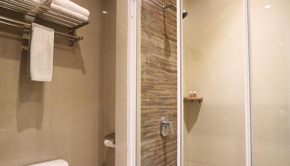 Redstar Hotel Jakarta - Standard Room Only  Basic Deal