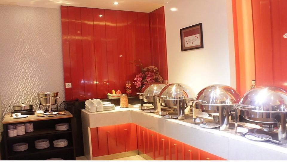 Redstar Hotel Jakarta - 3