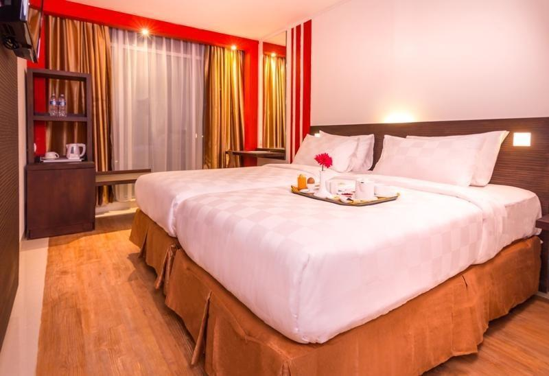 Redstar Hotel Jakarta - Twin Bed with Breakfast Save 5%