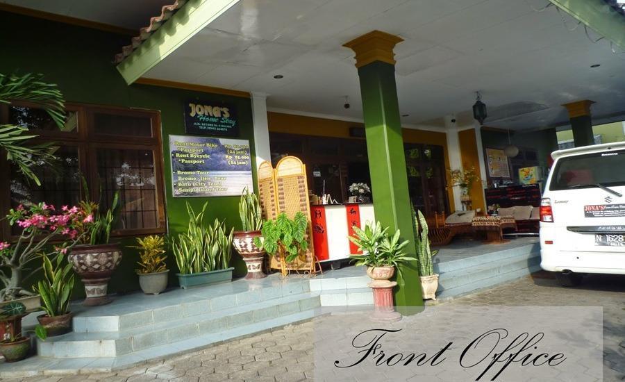 Jonas Homestay Malang - Kantor depan