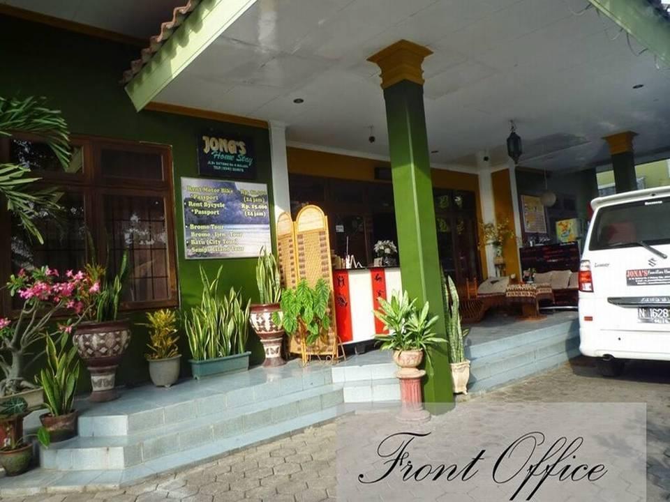 Jonas Homestay Malang - Appearance