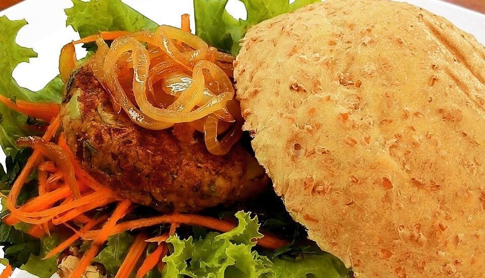 """Rumput Hotel Yogyakarta - Menu Utama """" Burger Tempe """""""