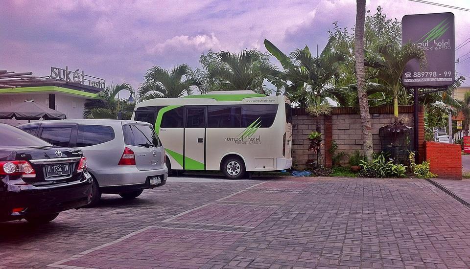 Rumput Hotel Yogyakarta - Area Parkir