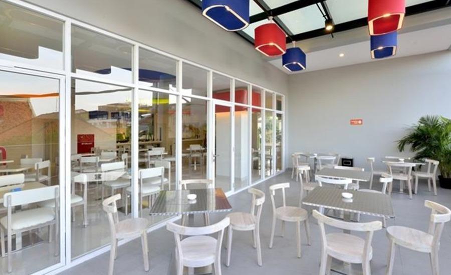 POP Hotel Stasiun Kota Surabaya - Ruang makan
