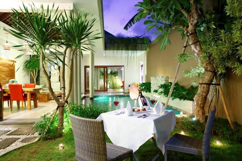 The Kasih Villas & Spa Bali - Romantic Candle Light Dinner di vila