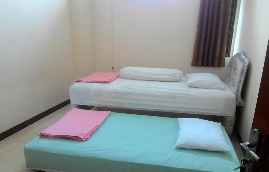 Imam Bonjol Hostel Semarang - 2 In 1 Room With Shared Bathroom