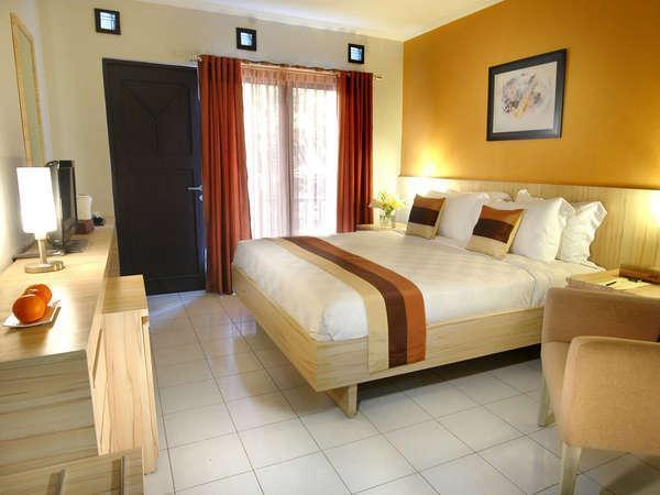 Palace Hotel Cipanas - Deluxe Queen Room Only Regular Plan