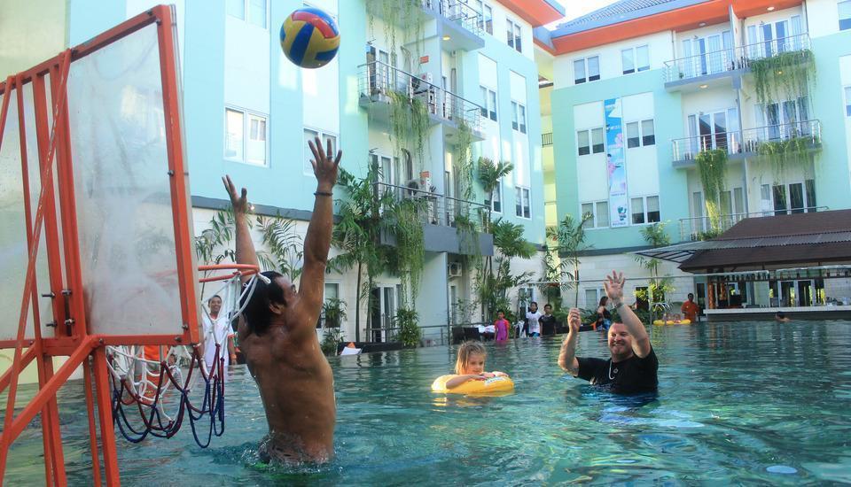 HARRIS Hotel Kuta - Kolam renang utama - Kegiatan/Aktivitas