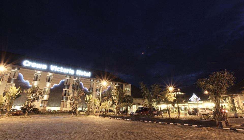 Hotel Crown Tulungagung - Exterior