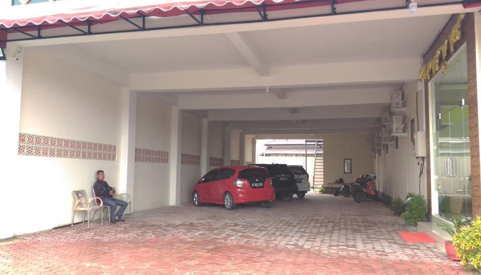 Tiara Guest House Banjarmasin - Parking Area