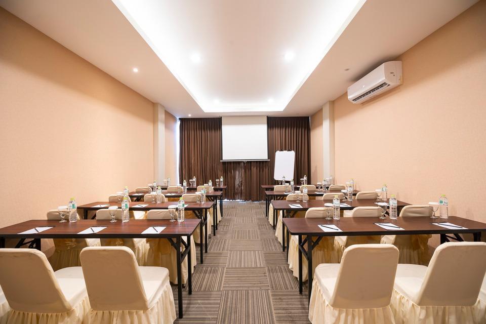 The Gloria Suites Jakarta - MEETING ROOM