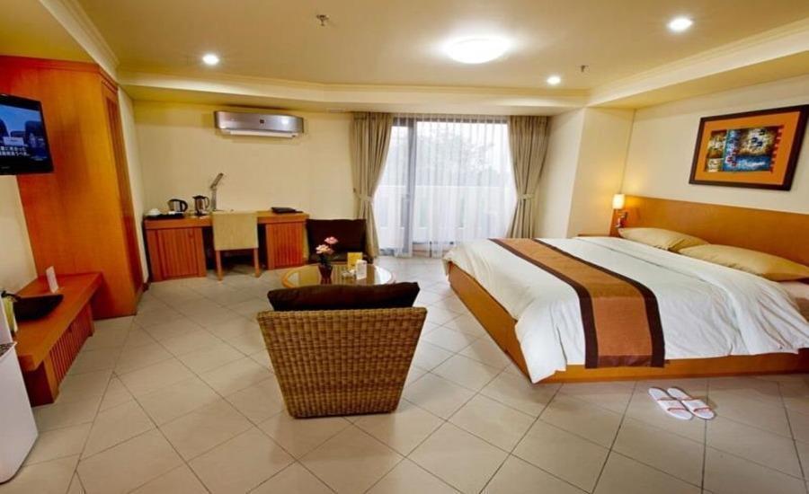 Puri KIIC Golf View Hotel Karawang - Kamar tamu