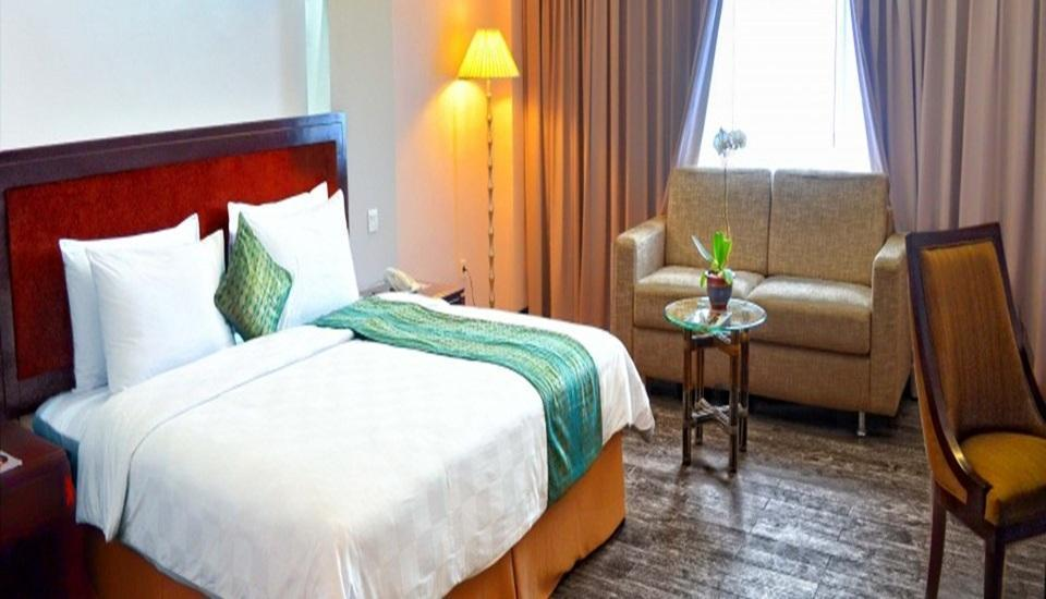 Kyriad Hotel BumiMinang Padang - Deluxe Double Room Only Februari Promotion