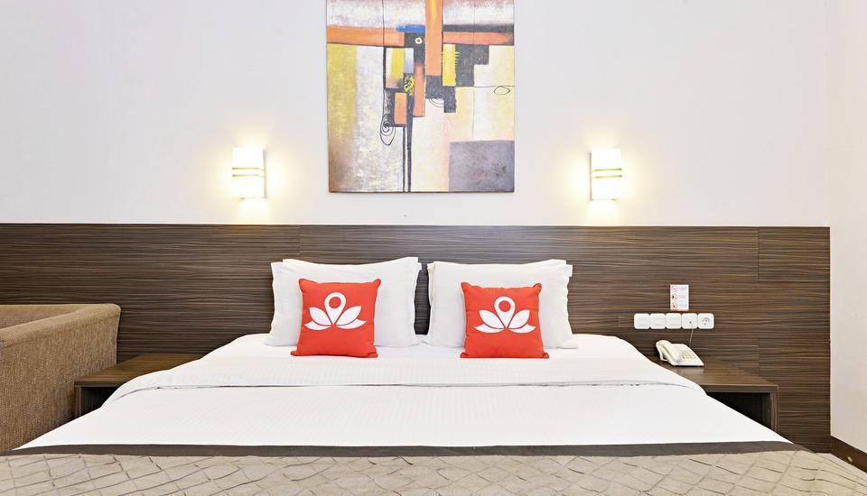 ZEN Premium Setrasari Bandung - Tampak tempat tidur double