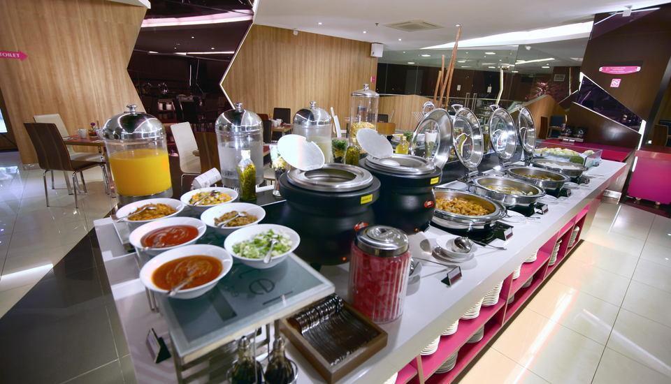 favehotel LTC Glodok - Breakfast