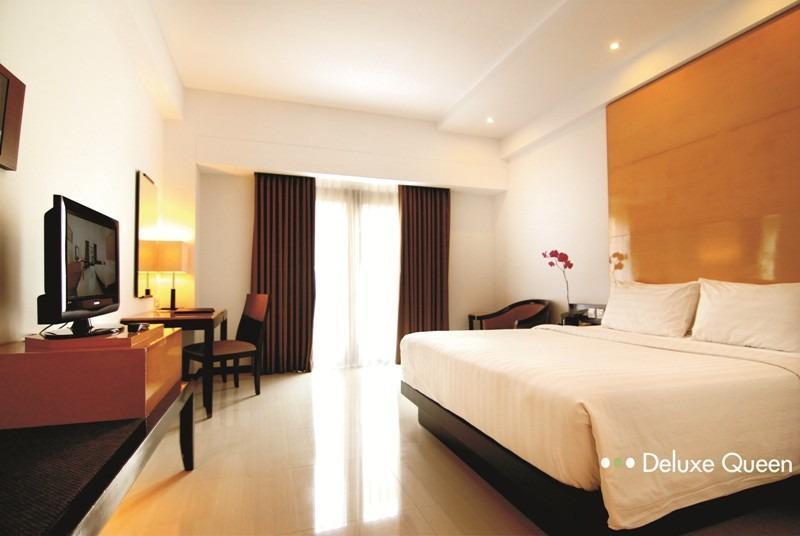 Hotel Santika Premier Malang - Deluxe Room King Regular Plan