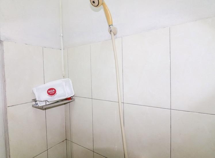 NIDA Rooms Yogyakarta Balecatur Raya - Kamar mandi