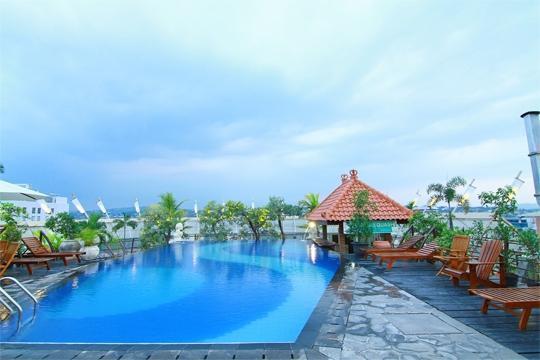 Hotel Horison Semarang - Kolam renang (06/Dec/2013)