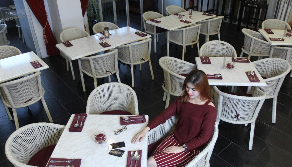 Grand Darmo Suite Surabaya - Restoran