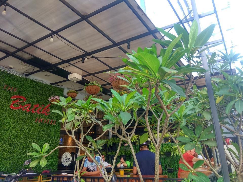 The Batik Hotel Medan - Outdoor Dining