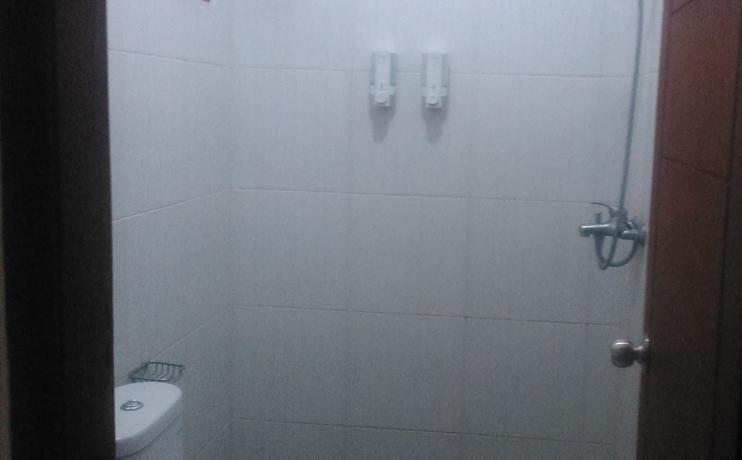 Rumah Sarwestri Bed & Breakfast Bandung - Kamar mandi
