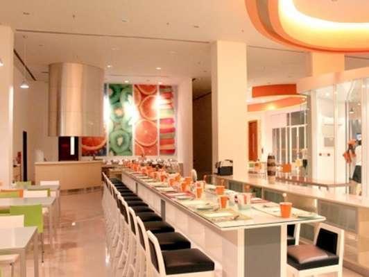 HARRIS Hotel Batam Center - Restoran