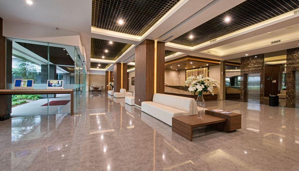 Grand Whiz Poins Square Simatupang - Lobby