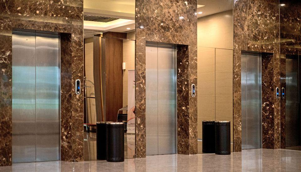 Grand Whiz Poins Square Simatupang - Lobby Lift