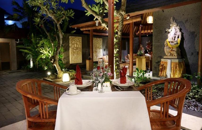 Legian Kriyamaha Villa Bali - Makan malam romantis