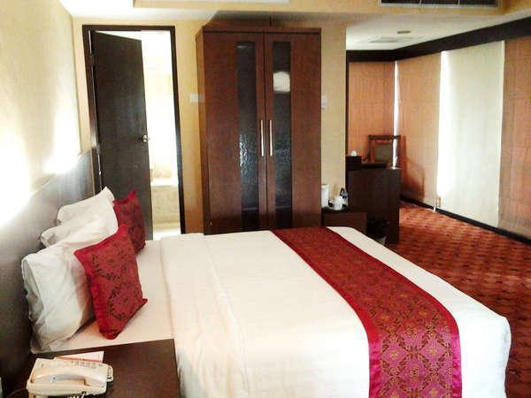 Twin Plaza Hotel Jakarta - Kamar Junior Suite