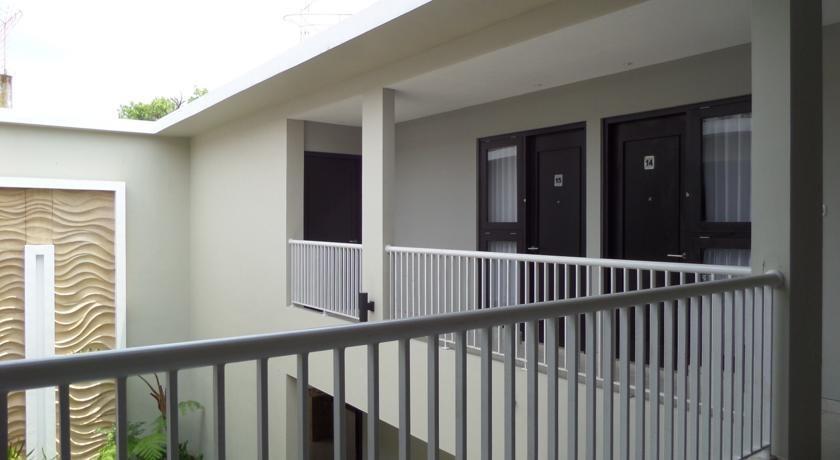 Shinta Guest House Malang - Eksterior